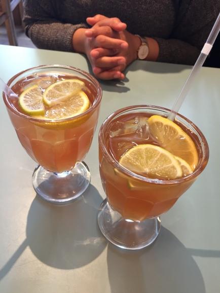 Cranberry and lemon iced tea